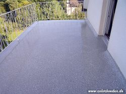 Chipsabgestreute Balkonbodenbeschichtung inkl. Anschlüsse Boden-Wand
