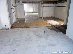Vorbereiteter Untergrund z.T. mit Epoxidharzmörtel reparierte Bodenfläche