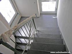 Treppenhaus nachher mit Colorquarzsandbeschichtung